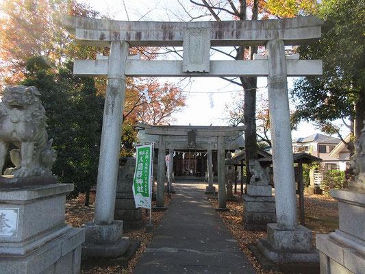 入間野神社  入間野神社は、建久2年(1191)の創建と伝えられ、旧号を国井神社、後に御岳大権現と称していたといいます。