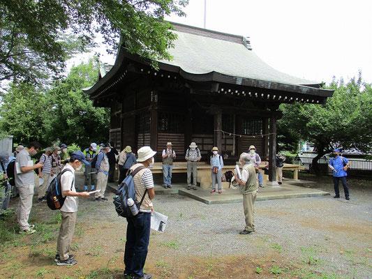 八王子駅から路線バスで梅坪町バス停へ。   天神神社で受付と資料配布。    天安年間(857~59)の頃北野威徳天神を奉斎し、「梅坪の天神」と称しました。
