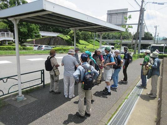 京王多摩車庫前バス停で解散 12:00