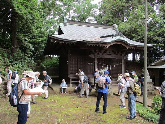東光寺神明社   創建年代は不詳ですが、日奉宗頼の一族が当地に勧請したとも、和田義盛の残党(建保元年1214年に敗北)が創建したとも伝わっています。