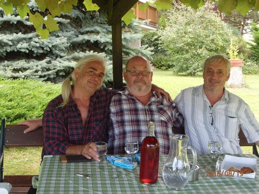 August bis mitte Oktober Heimaturlaub mit Brüdertreffen
