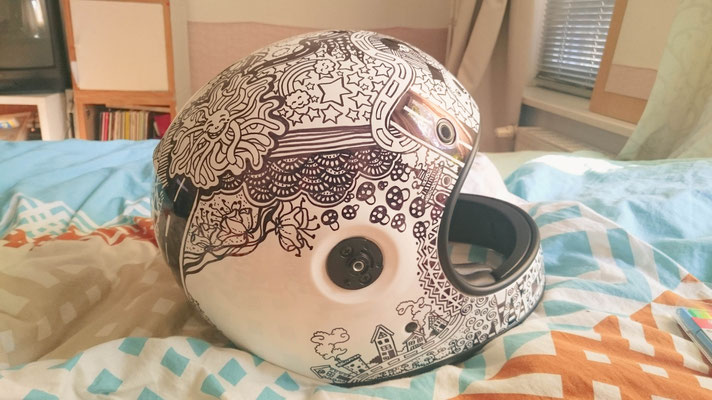 Mit Sharpies bemalter Motorradhelm | Illustration | (c) Felice Vagabonde 2015