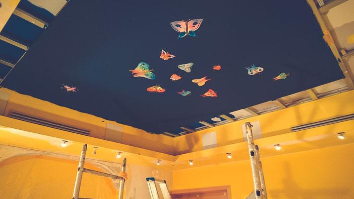 Decken-Illustrationen im Raum der Stille