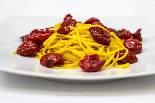 tagliolini all'olio e pomodori semisecchi