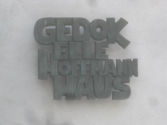 GEDOK Elle Hoffmann Haus, freischwebendes Schriftrelief, 1965 (#246)