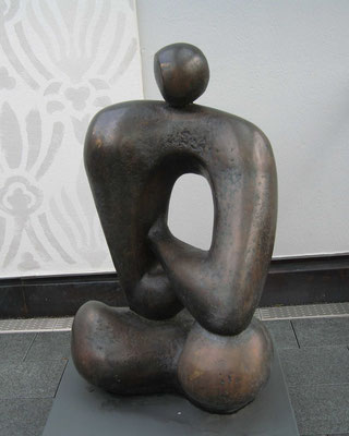 Sitzende Figur, Antitorso oder Ruhende Gestalt, 1973, Bronze, 140 x 100 cm, Deutsche Bundesbank Stuttgart, Marstallstraße 3 (#340)