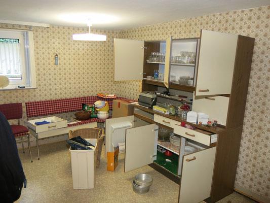 Die ehemalige Küche mit den schlechtesten, teilweise faulen Bodendielen