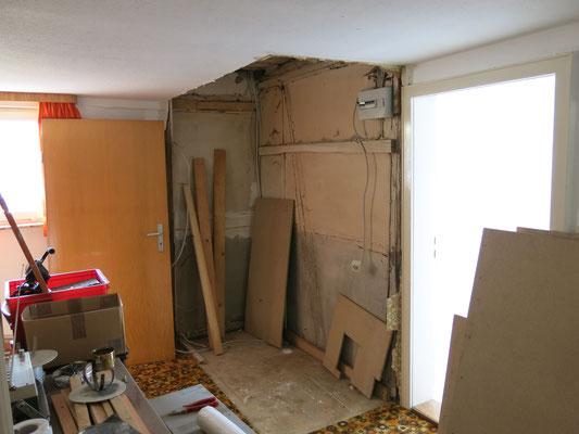 Ein Besenkammer-Verschlag im obeen Flur wurde abgerissen, und
