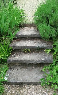 Treppe mit Sandsteinlgestufen