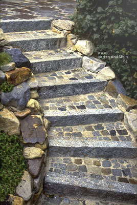 Treppe mit grauen Stellstufen