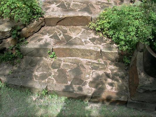 Treppe mit Sandsteinstellstufe