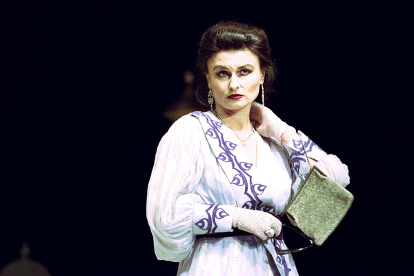 "Lucrezia in ""Der Impresario von Smyrna"",  2005 © Bettina Frenzel"