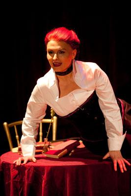 """Wanda in """"Masoch isst - Geschichte einer Ehe"""", 2011 © Bettina Frenzel"""