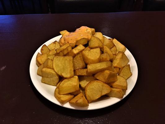 Nr.50 Ebenfalls sehr beliebt. - Unsere Patatas. Die spanischen Bratkartoffeln passen fast zu jedem Gericht!