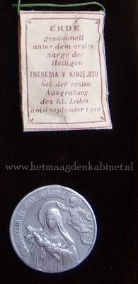 Grafaarde St. Theresia van Lisieux  www.hetmaagdenkabinet.nl