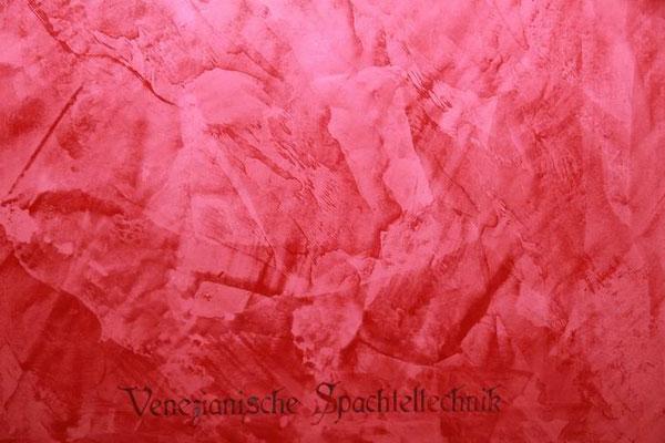 Spachteltechnik rot, mit dunkler Inschrift