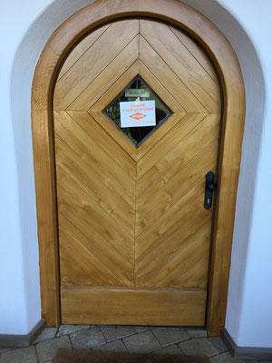 Holzaufhellung in Optik von frischem Nadelholz, leicht rustikal, ländlich