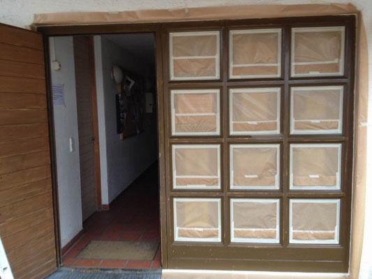Fenster- und Türelement vorbereitet zur Beschichtung