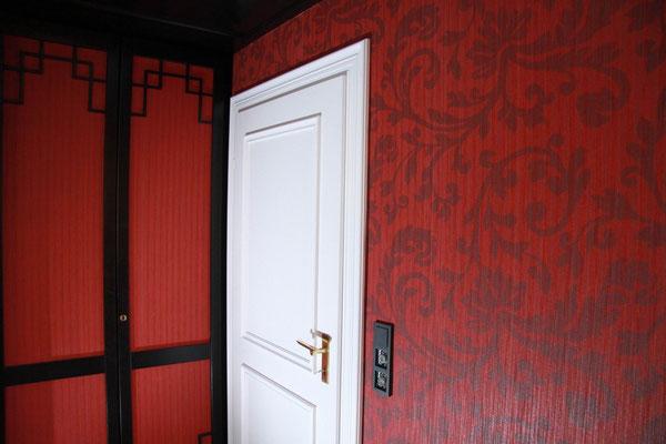 designertapete Textil rot Schrankfüllung