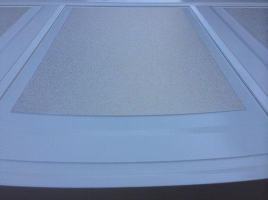 Möbellackierung weiß, Füllung ausgearbeitet mit Metallic-Pigment