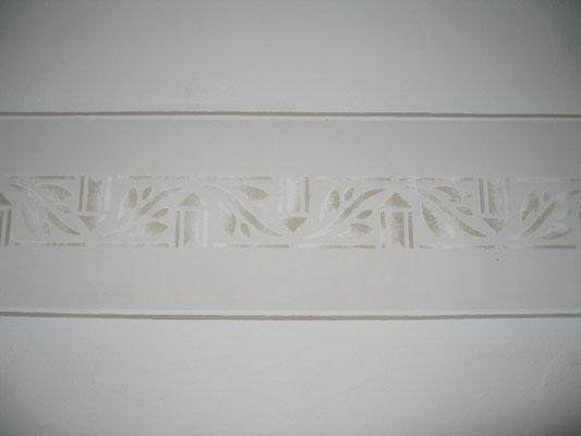 Schablonierung monochrom, mit Linierung