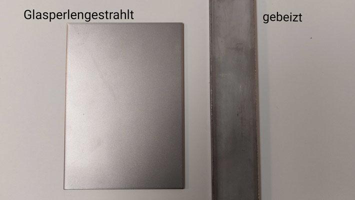 Glasperlenverfahren versus Beizverfahren; Bestimmung der Oberflächenstruktur © Foto Juliane Leitner