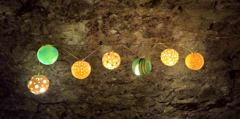 serta sphaera [Kugelgirlande];Porzellan bei 1240°C gebr. | serta sphaera [sphere garland]; porcelain fired by 1240°C © 2017 created by Juliane Leitner