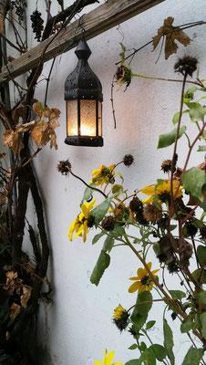 Am Weg in den Innenhof zum atelier lesa © 2019 Juliane Leitner