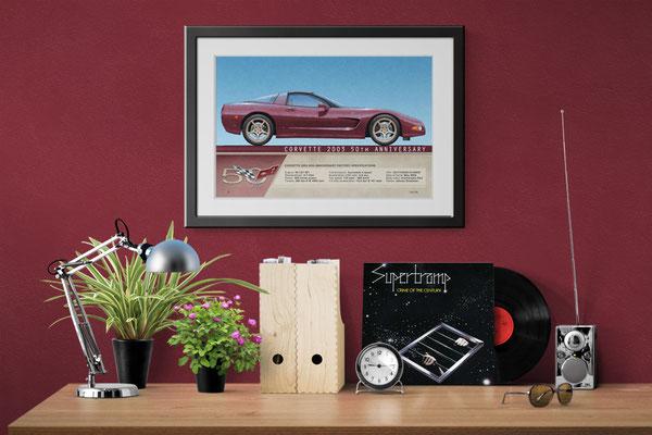 L'image montre le dessin imprimé de la Corvette Indy Pace Car 2002 en contexte décoratif