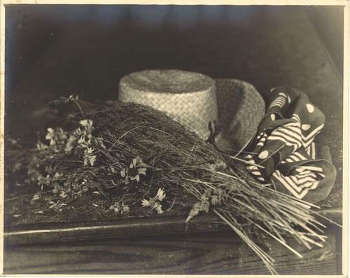 photo photographie époque tirage argentique nature morte chapeau paille