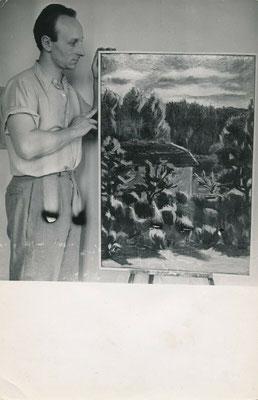 le peintre Jacques Mauhin photographié