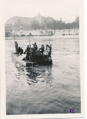 Le SURMARIN MALGRÉTOU appareil aquatique inventé par l'ingénieur Adrien Rémy essai photo d'époque