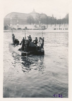 Le SURMARIN MALGRÉTOU appareil aquatique inventé par l'ingénieur Adrien Rémy photographie Seine