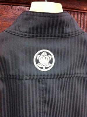 作業服へ家紋刺繍
