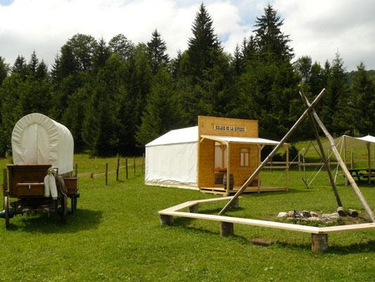 Décor Tente Relais de la Rivière - Tentes Western - Saloon