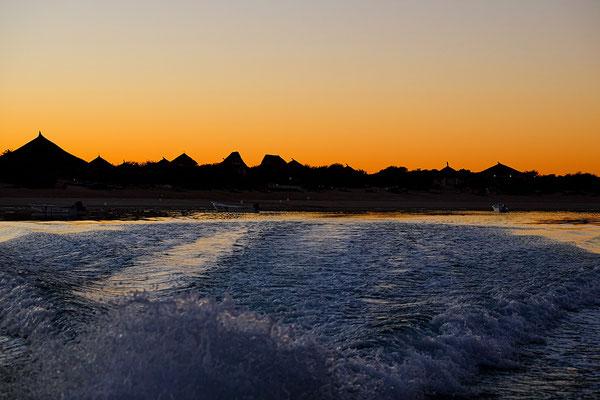 Fahrt in den Sonnenaufgang auf unserer Rundreise durch Madagaskar