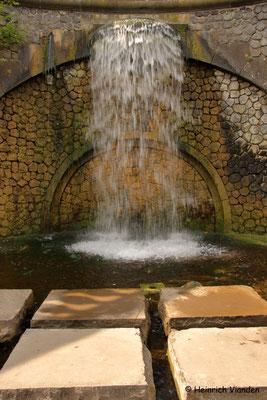 Wasserfall im botanischen Garten, Bonn