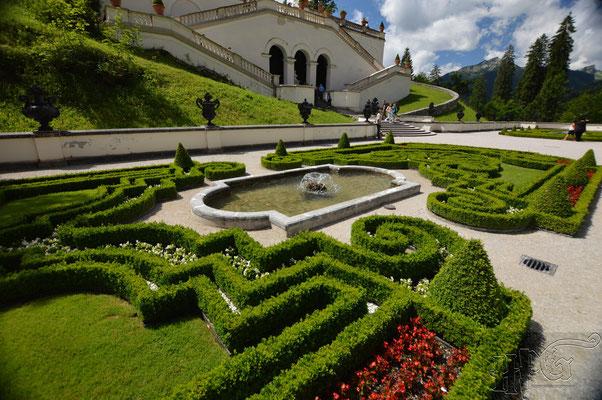 Der Garten von Schloss Linderhof in Bayern