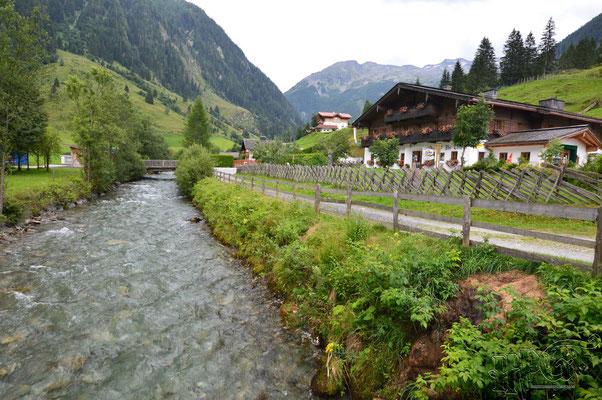 Vor dem Talwirt in Österreich