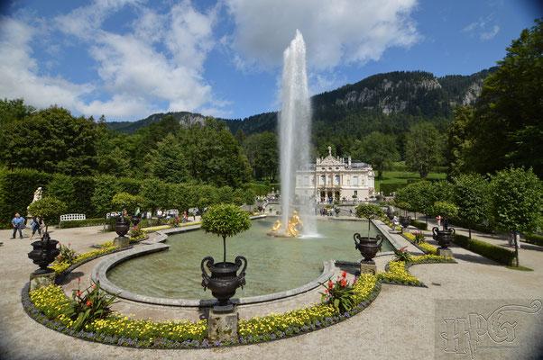 Der Brunnen von Schloss Linderhof in Bayern