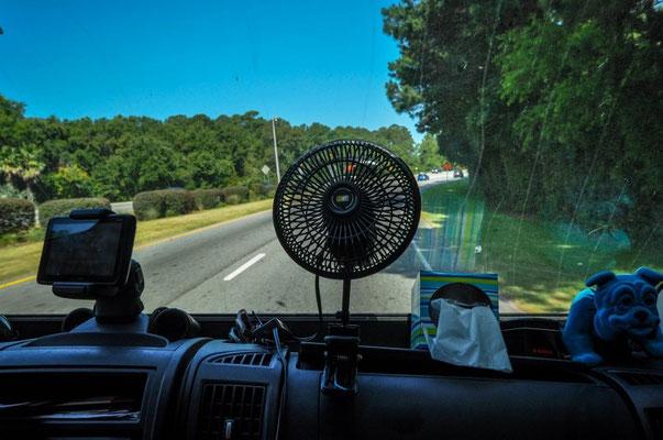 Ein Venti gegen die Hitze - der verteilt einfach die heisse Luft, naja, immerhin.
