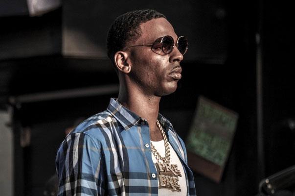 Irgendein verrückter Rapper beim Videodreh in Memphis' Strassen - kennt den jemand?