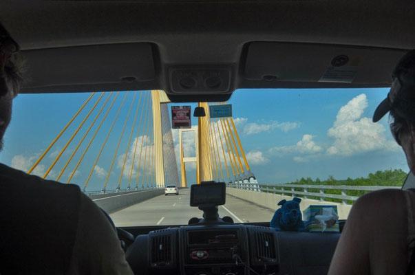 Über die Brücke Richtung St. Francisville