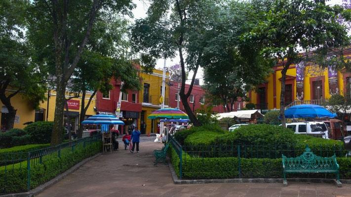 Samstäglicher Kunstmarkt (Bazar sabado) im Quartier San Ángel