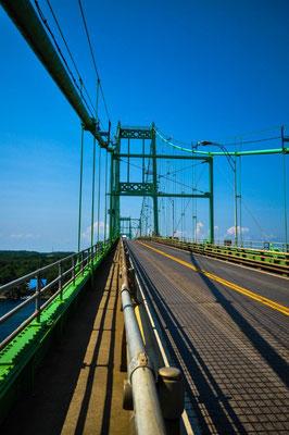 """Brücke mit Sicht auf die """"Thousand Islands"""""""