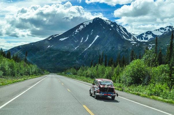 Unterwegs von Argentinien nach Alaska, da haben wir ja direkt die Luxuskarosse dabei.