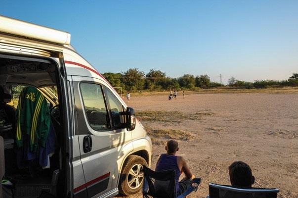 Übernachtungsplatz auf dem Fussballplatz in Niltepec