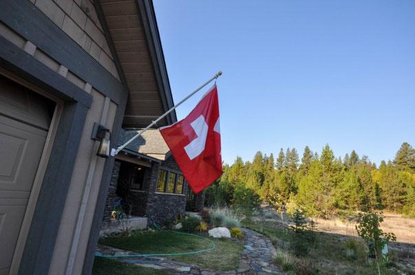 Übernachtungsplatz mit Schweizer Fahne!