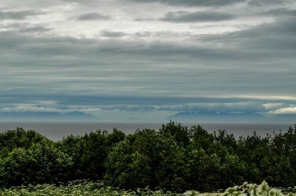 Die Vulkane Mt. Redoubt und Mt. Iliamna