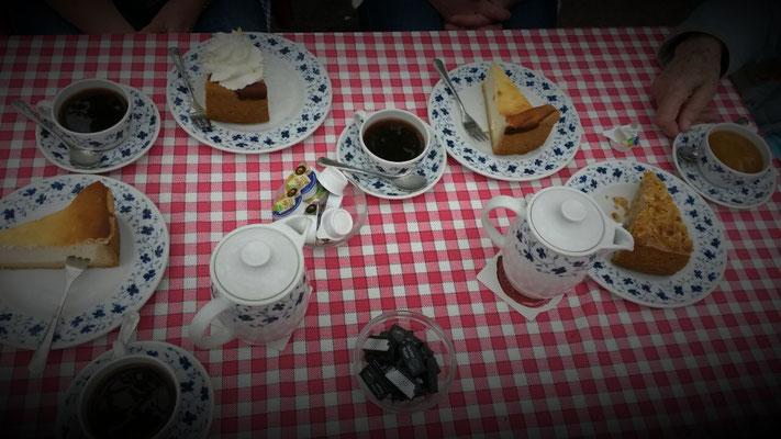 Café & Kuchen sogleich nach dem Mittagstisch auf dem Schiff!